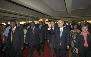 In talks with arriving world leaders, UN chief spotlights climate change, Ebola, regional cooperation
